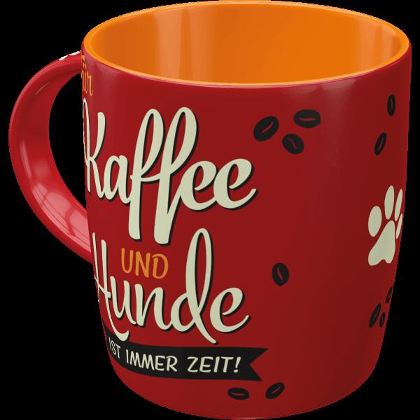 Becher Kaffee und Hunde
